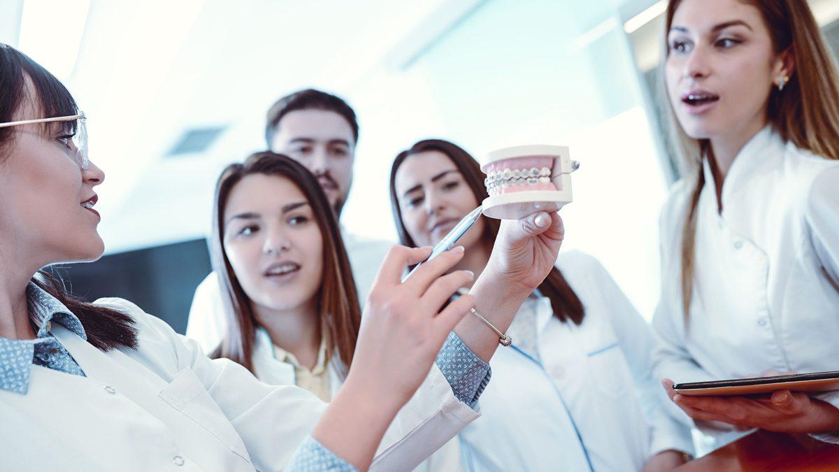 """""""ทันตแพทย์นวัตกร"""" นิยามใหม่ของทันตแพทย์ยุคดิจิทัล สาขาน่าเรียนของ คณะทันตแพทยศาสตร์ สจล."""