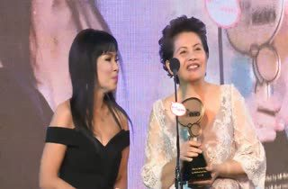 [HD] อำภา ภูษิต - ทัศนวรรณ เสนีย์วงศ์ ณ อยุธยา ได้รับรางวัล MThai Top Talk Senior Super Star 2014