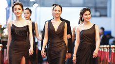 เคลิ้มเลย! 5 สาว ALure เซ็กซี่เฉิดฉายบนพรมแดงงาน MThai Top Talk About 2019