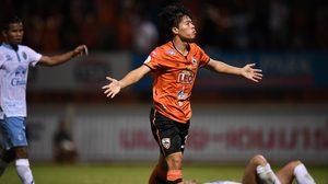 กว่างโซ้งผงาด! สิงห์เชียงรายยิงบุรีรัมย์เละ 4-0 ทะยานจ่าฝูงไทยลีก