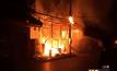 ไฟไหม้บ้านไม้อายุ 100 ปีกลางเมืองหนองคาย