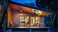 ชื่นใจแทน! บ้านแนวโมเดิร์น แสนสวยจากคุณลูกนักออกแบบ สู่คุณพ่อวัยเกษียณ