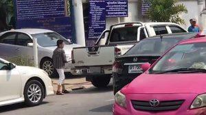 แชร์ว่อน! กระทู้จากเพื่อนเจ้าของรถ เรียกสติคนไทย หลังถูกป้าทุบรถ