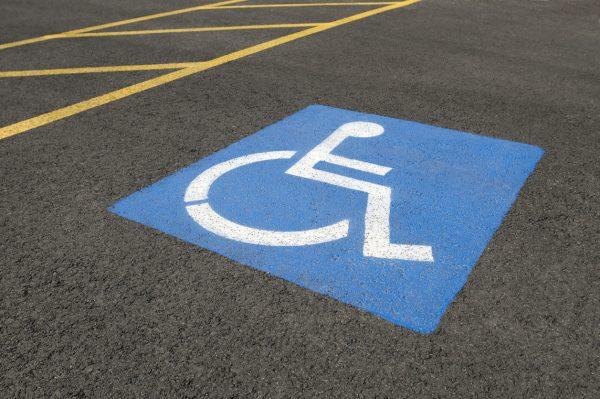 ที่จอดรถคนพิการ