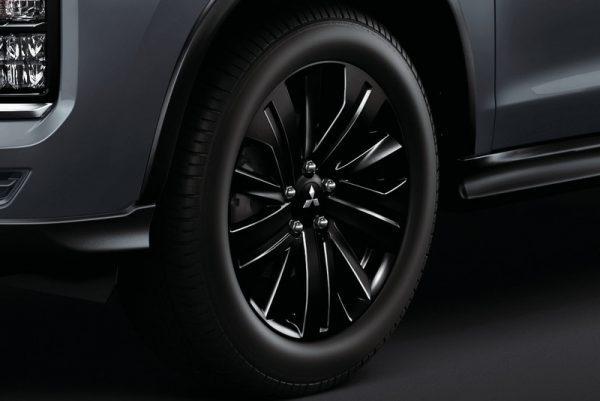 Mitsubishi RVR Black Edition