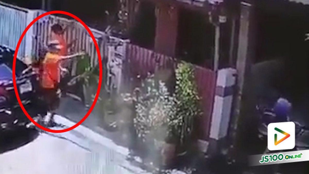 ดวลปืนกลางกรุง! ชายวัย 60 ปีด่าทอภรรยาเพื่อนบ้าน ก่อนยิงใส่ 2 นัด เจอยิงสวนกลับ ได้รับบาดเจ็บ