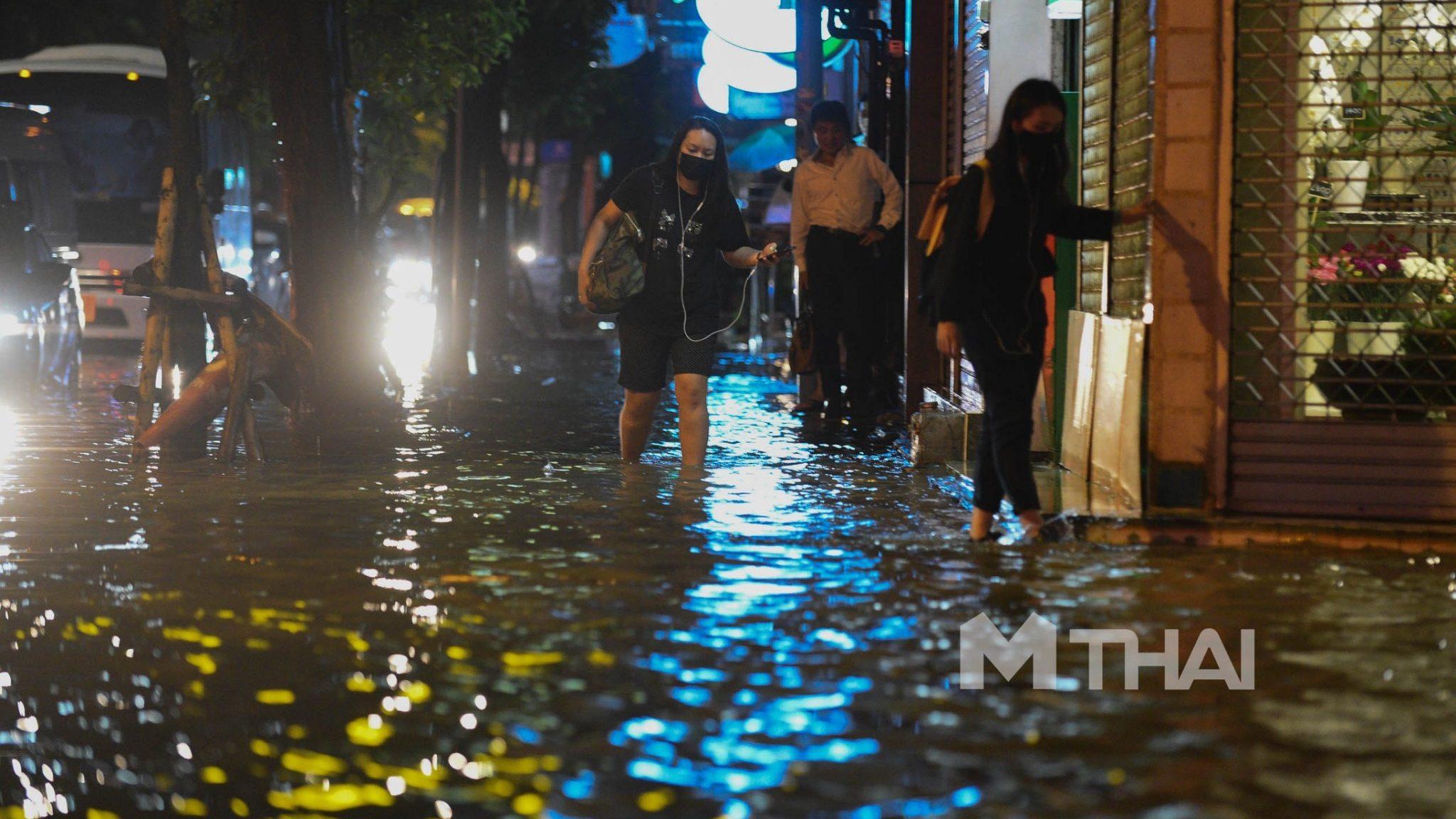 'ผู้ว่าฯ อัศวิน' แจงเหตุน้ำท่วมกรุงฯ เตือนวันนี้รับมือฝนตกอีกระลอก