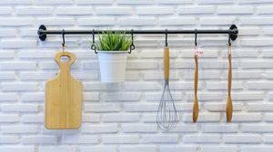 ไอเดียเพิ่ม ที่แขวนของ ให้ห้องครัวประหยัดพื้นที่แถมดูลงตัวยิ่งขึ้น