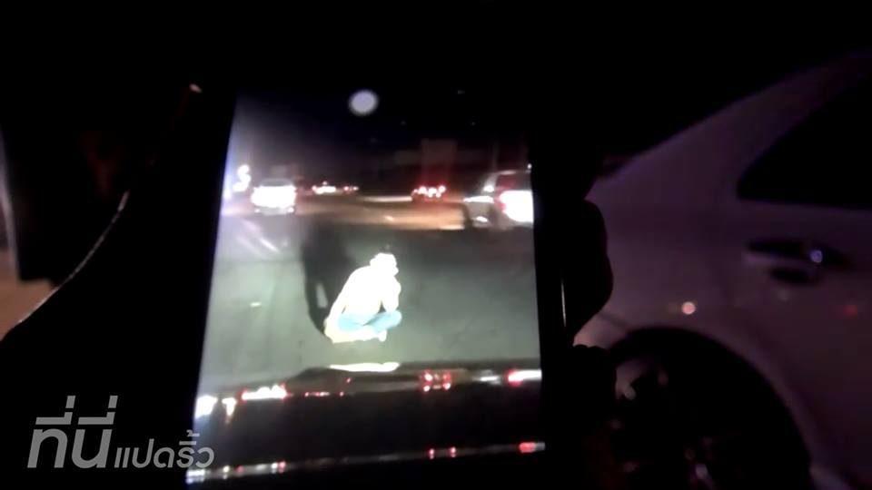 ภาพนาที หนุ่มงอนแฟน ไปนั่งกลางถนน ก่อนถูกชนเสียชีวิต