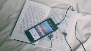 ฟังเพลงในขณะที่อ่านหนังสือ ทั้งสองสิ่งทำไปพร้อมๆ กันแล้วจะดีมั้ย?