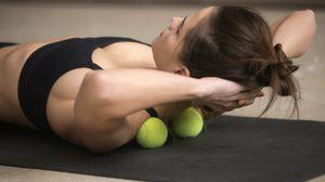 5 ท่า แก้อาการปวดเมื่อยตามร่างกาย นวดคอ บ่า ไหล่ ขา ด้วย ลูกบอล!!