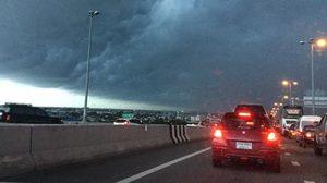 ช่วงเย็นฝนตกอีก แนะขับขี่ระวัง ป้องอุบัติเหตุ