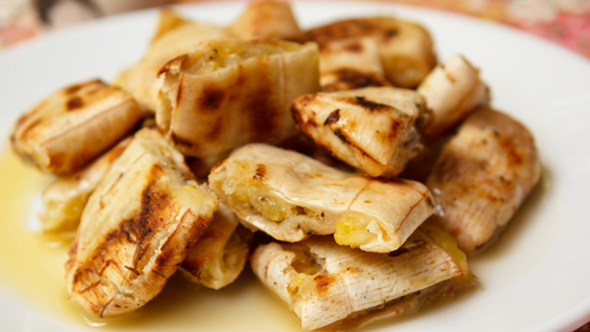 วิธีทำ กล้วยปิ้ง หรือ กล้วยทับ ราดน้ำกะทิ หอมหวานมัน กินเล่นเพลินๆ