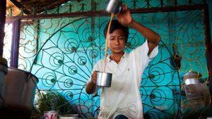 """สถานที่แฮงเอาท์ ที่ฮิตที่สุดในพม่าคือ""""ร้านชา"""""""