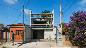 บ้านแนว ลอฟท์ แคบลึกแต่หายใจคล่องด้วยมุมมองแบบ inside-out