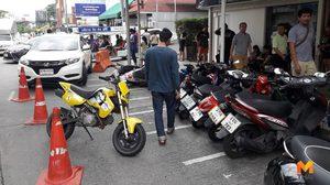 ประกันจ่ายอ่วม ? สาวซิ่ง CRV ชนสนั่นจักรยานยนต์พลิกคว่ำ 10 คันรวด