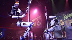เหล่า หุ่นยนต์ โชว์ลีลาแดนซ์รูดเสา งานนี้สาวๆ นักเต้นได้ตกงานกันแน่นอน
