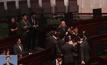 ศาลฮ่องกงตัดสิทธิ์สมาชิกสภานิติบัญญัติ  2 คนที่ต่อต้านจีน