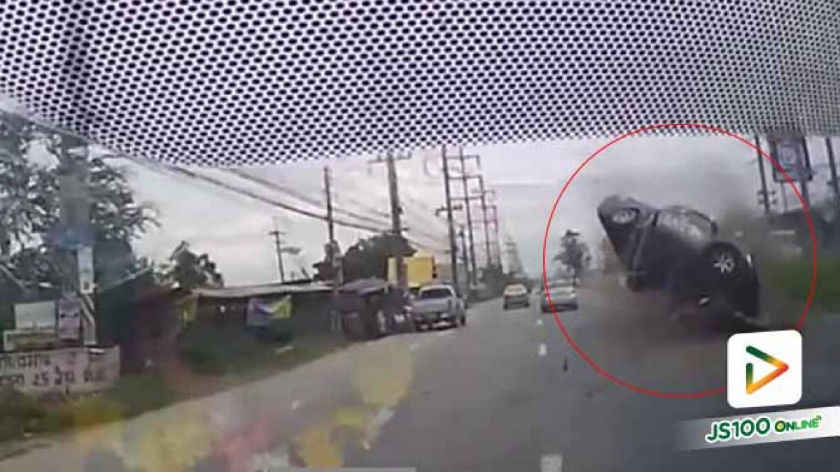 นาทีระทึก! ปิคอัพลอยข้ามเกาะกลางถนน ชนรวดหลายคัน บาดเจ็บ 3 คน (14/09/2019)