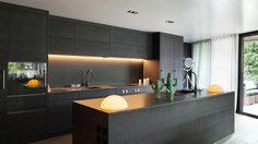 ห้องครัว ขาว-ดำ ความโมเดิร์น ที่คลาสสิค ชอบแบบไหน ถามใจเธอดู
