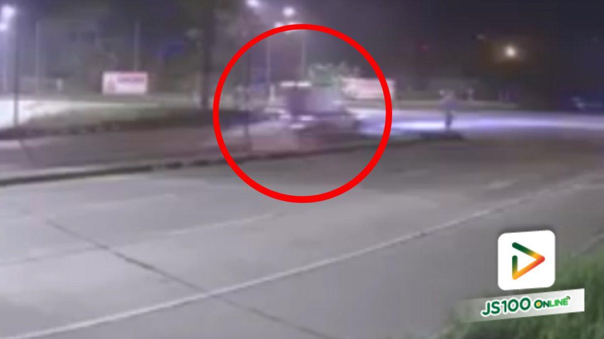 รถกระบะขนไข่ชนกับรถกระบะ ที่แยกเขาน้อย อ.ปลวกแดง จ.ระยอง (13-5-61)