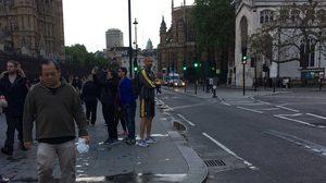 หลงทางกลางลอนดอน? พบโกล์ดัง พรีเมียร์ ลีก ใส่ชุดซ้อมเต็มยศยืนงงหน้ารัฐสภา