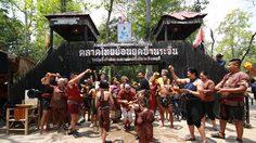 """""""สงกรานต์แต่งไทยไปเมืองรอง"""" ห่มสไบ นุ่งโสร่ง เที่ยวย้อนยุค"""