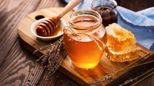 รู้แบบนี้กินไปนานแล้ว! 8 ข้อดีของ น้ำผึ้ง ที่คุณจะต้องร้องกรี๊ด