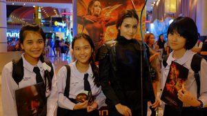 """แฟนเมืองไทย เข้าคิวพร้อมบุกแคปิตอล จองตั๋วล่วงหน้า""""The Hunger Games: Mockingjay Part 2"""" ล้นทะลัก!"""