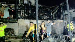 ไฟไหม้ชุมชนคลองเตย วอด 10 หลังคาเรือน เจ็บ 1