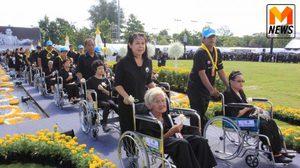 บรรยากาศประชาชน เดินทางร่วมพิธีถวายดอกไม้จันทน์ มณฑลพิธีพระเมรุมาศจำลอง