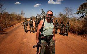 มือซ้ายถืออาก้า มือขวาถือไบเบิล: แซม ชิลเดอร์ส คนบาปคราบนักบุญ พ่อพระนักปืนแห่งซูดานใต้