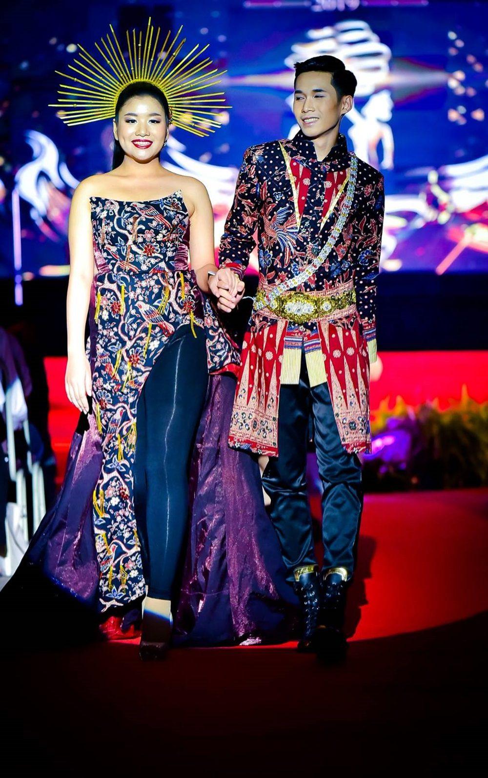ผ้าไทย สะกดทุกสายตา ชุดเปิดตัวผู้เข้าประกวด ดาว-เดือน ม.ธุรกิจบัณฑิตย์ ปี 62