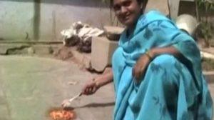 ทึ่ง ! อินเดียร้อนมาก ชาวบ้านอัดคลิป ทอดไข่เจียวจนสุกบนพื้นบ้าน
