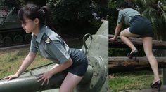 ไม่เหมาะสม?? สาวไต้หวันถูกดำเนินคดี เพราะดันไปแต่ง คอสเพลย์ เป็นทหารถ่ายแบบเซ็กซี่