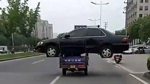 เอากับเค้าซิ!! สุดยอดการขนย้าย รถยนต์ ในยุค 4.0 ไม่เจ๋งจริงทำไม่ได้แน่นอน