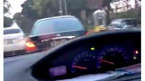 นาทีระทึก! หนุ่มรถหายไล่ล่าตามรถ หลังพบเห็นขับอยู่บนถนน