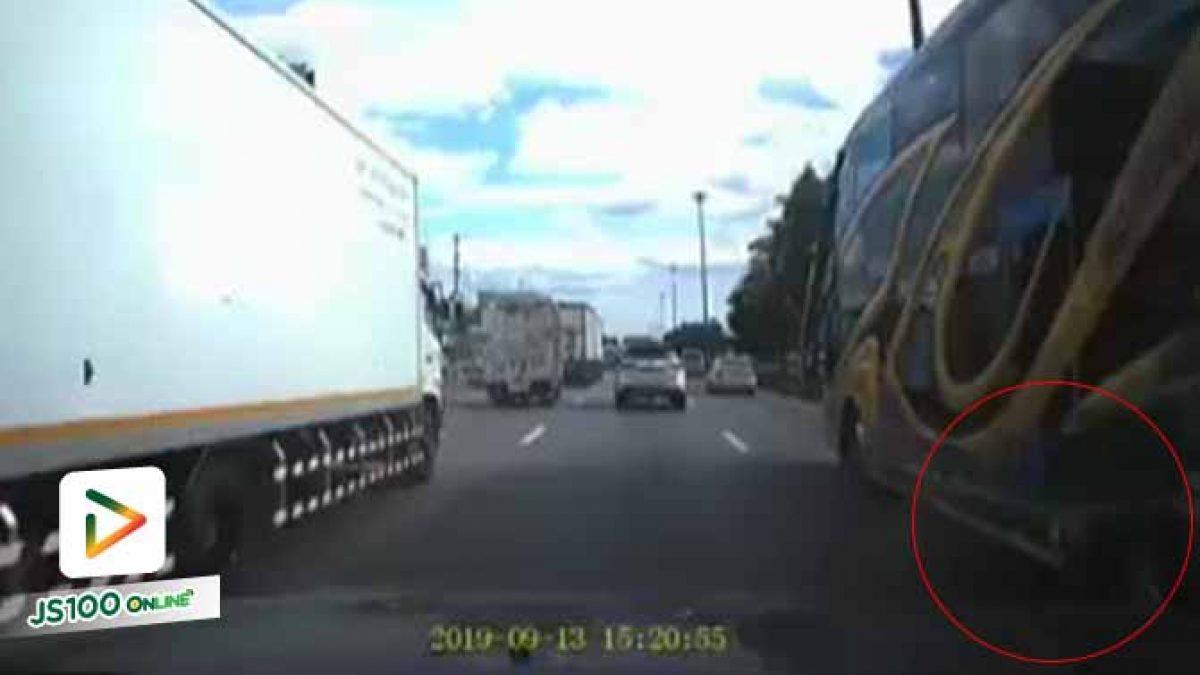 รถทัวร์ยางระเบิด ฝาครอบล้อหลุดกระเด็น ขับใกล้ต้องระวัง (13/09/2019)