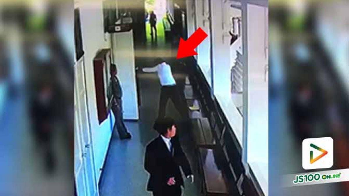 นาที!! เสมียนทนายใช้อาวุธปืน ยิงสวนอดีตตำรวจกลางห้องพิจารณาคดี ภายในศาล จ.จันทบุรี