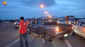 ระทึก! รถพ่วง 18 ล้อชนกระบะ บนมอเตอร์เวย์ชลบุรี บาดเจ็บ 2 ราย