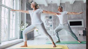 10 ท่าโยคะสำหรับผู้สูงอายุ ช่วยคลายปวด แม้อายุ 50 ก็ทำได้!!