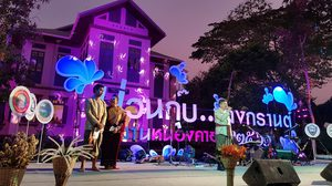 ม่วนกุ๊บ…สงกรานต์อีสานหนองคาย ใส่ผ้าไทยไปเล่นน้ำแบบย้อนยุค
