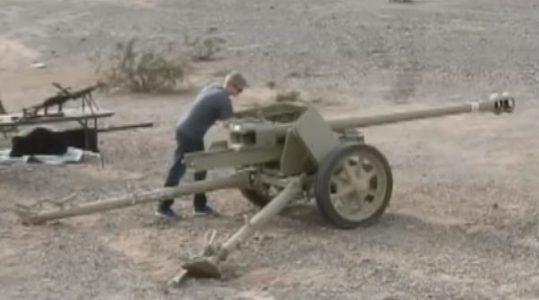โคตรรุนแรง! โชว์ยิงปืนใหญ่ Pak 40 โดนทีมีเละ รถถังก็รถถังเถอะ