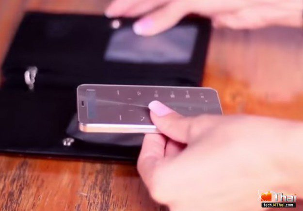 ตัวเครื่องมีขนาดเล็ก สามารถใส่ไว้กระเป๋าเงินได้