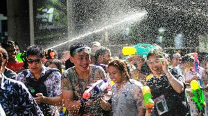อารมณ์ค้าง มาสาดน้ำกันต่อ เทศกาล 'วันไหล' สงกรานต์