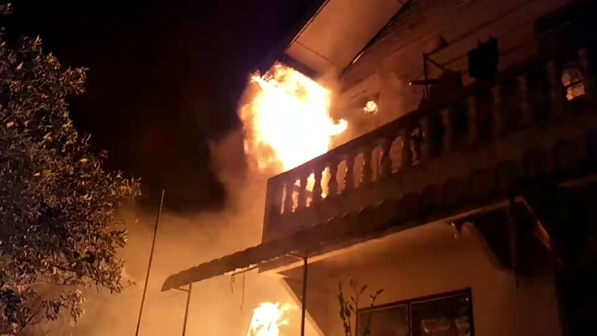 เพลิงไหม้บ้านเรือนประชาชน ภายในซอยแบริ่ง64/5 อ.เมืองสมุทรปราการ จ.สมุทรปราการ