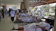 หามเด็กนักเรียน 70 ชีวิตส่งโรงพยาบาลวุ่น หลังเกิดอาการอาหารเป็นพิษ