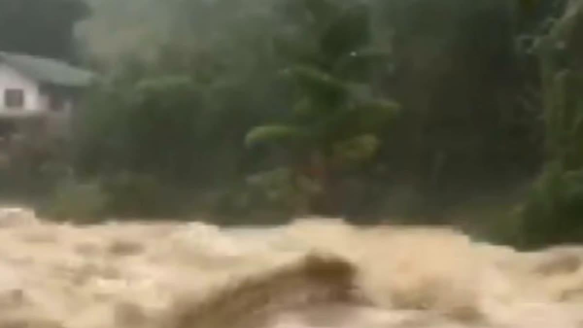 ด่วน!! เมืองคอนฝนตกหนัก น้ำป่าเทือกเขาหลวงไหลทะลัก