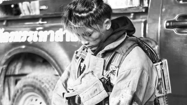 สุดอาลัย 'น้องพอส' วีรบุรุษนักผจญเพลิง เสียชีวิตขณะปฏิบัติภารกิจคุมเพลิงโรงงานไฟไหม้