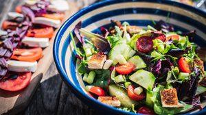 10 วิธีการกินสลัด ที่ทำให้คุณอ้วนขึ้น
